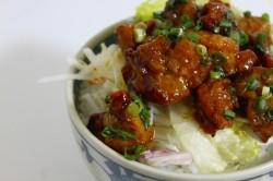 おつまみ鶏150円(半額)とサラダ150円(半額)